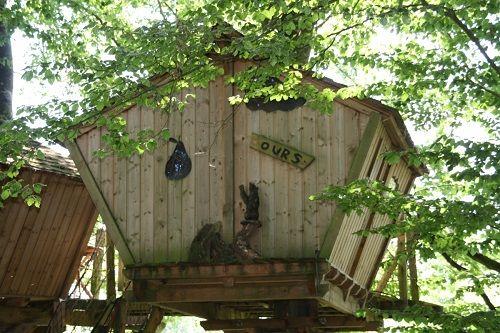 cabane perchée ours de Roc Aventure du camping du Domaine du Roc